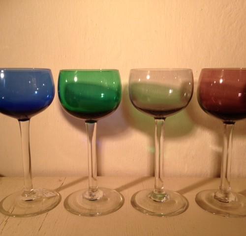 Wijnglas koningsblauw K23 Carnaval Maastricht ontw. Max Verboeket