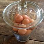 Grote, zware bokaal van loodglas voor eieren , oliebollen, paaseitjes en kerstballen