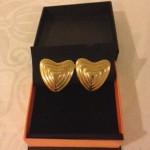 Paar stunning goudkleurige Escada oorclips in hartvorm