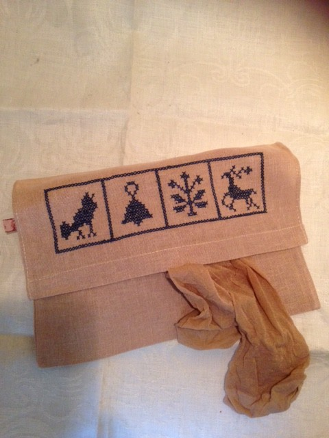 Linnen/jute zakjes met borduurwerk voor servet, lingerie, panty's etc.