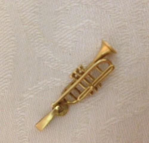 14 karaat geelgouden bedel een zeer gedetailleerde schuif trompet