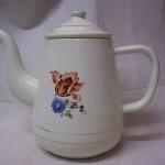 Snoezig, antiek, emaille koffiepotje met rose en blauwe bloempjes