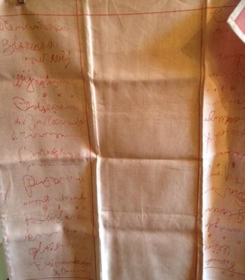 """""""Glazen"""" doek van Karijn Otjes in rose/rood"""