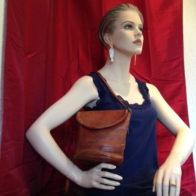 2059b48d643 Vintage tassen en kleding – Pagina 6 – Downstairs