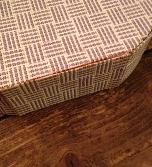 Retro koffertje, handtas en doos van papier