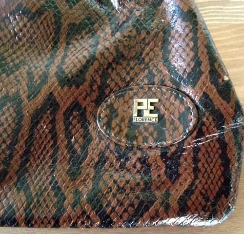 Clutch van faux slangenleer met knipsluiting gemerkt PE