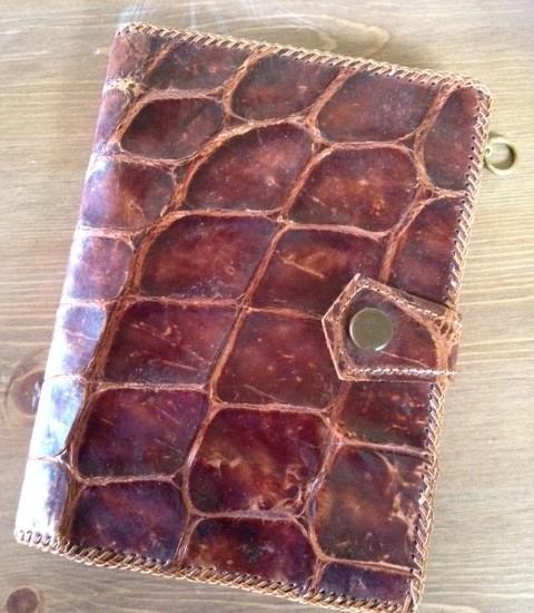 Handgemaakte portefeuille van krokodillen leer