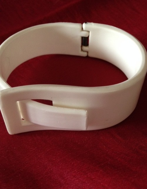 Seventies vintage scharnierende armband in wit plastic