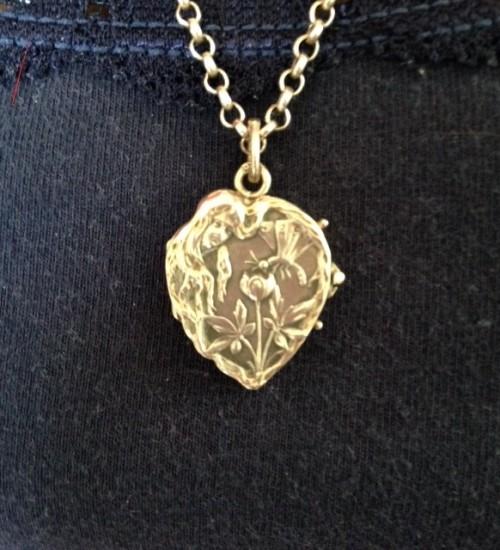 Art nouveau antiek zilveren locket of medaillon in hartvorm
