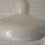 Space age seventies pendellamp imposant met wit metalen kap