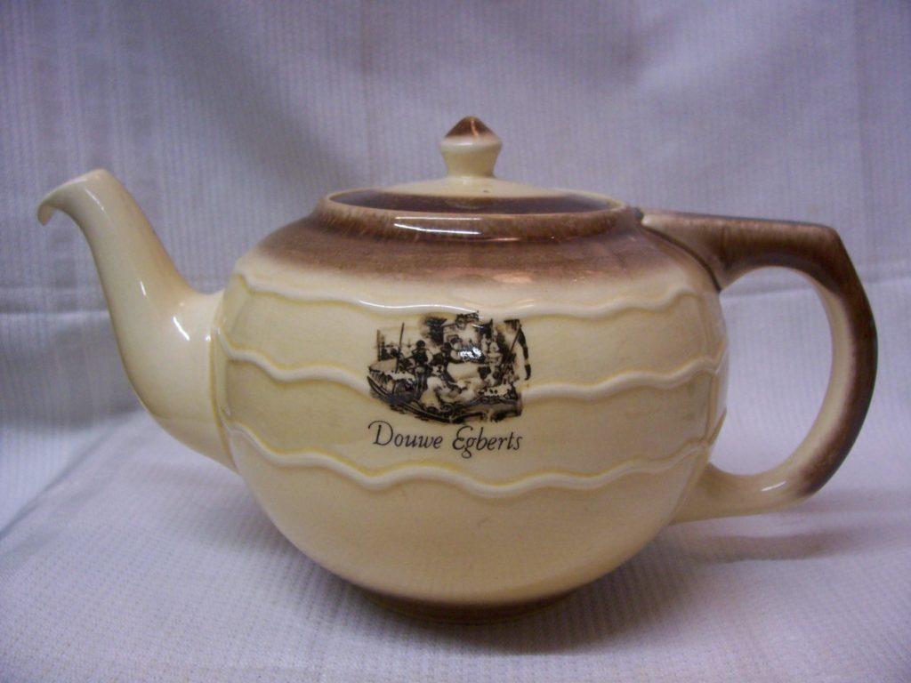 Wonderbaarlijk Theepot van Douwe Egberts in bruin – Downstairs IB-03
