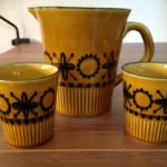 Retro melkstel 3 delig van Kon. Goedewaagen Holland in okergeel met zwart 1960-1970