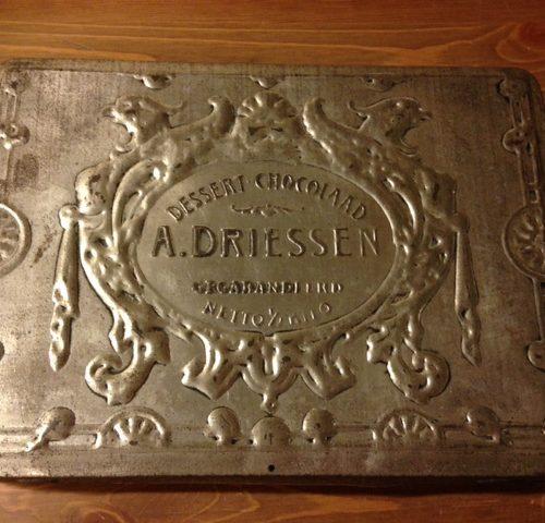 Dessert-chocolaad blik van A.Driessen met mooie patine