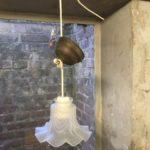 Art nouveau hanglampje met glazen kapje