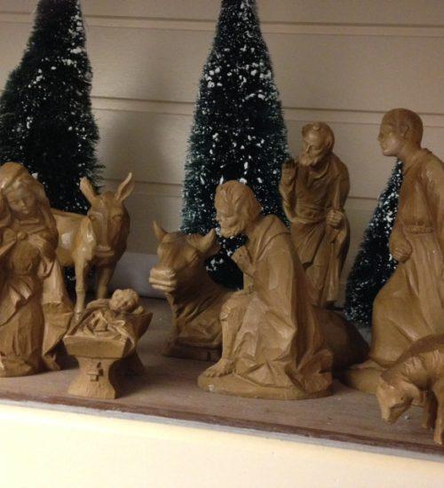 Prachtige strak vormgegeven Kerst beelden groep van berkalith uit de seventies