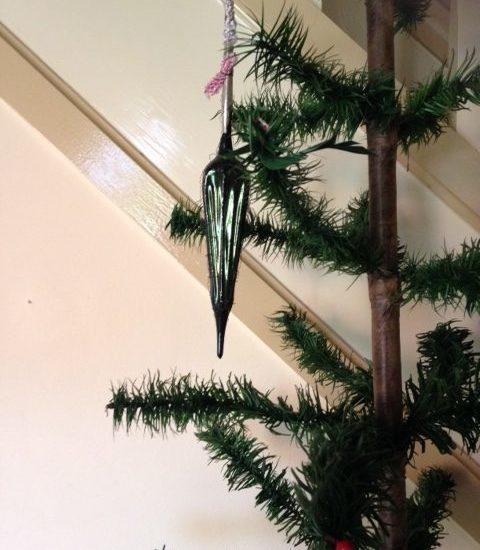 Antieke kerstbal een lange, groene paraplu van dun glas voor of rond 1900
