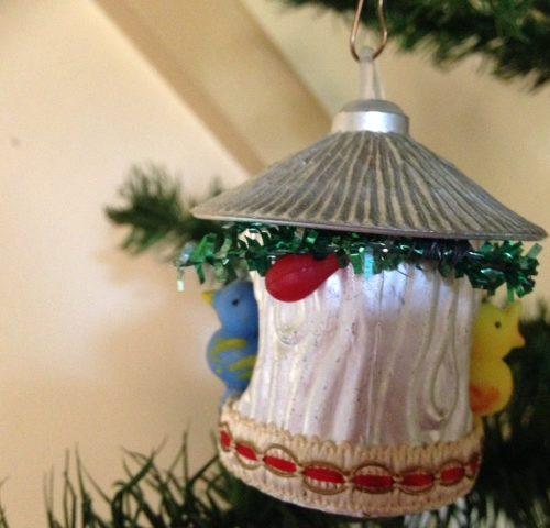 Oude sixty's kerstbal een vogelkooi met 2 plastic vogeltjes