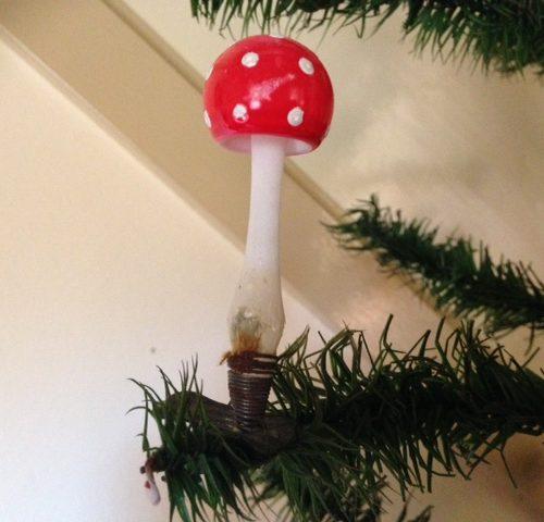 Antieke kerstbal een paddenstoel op klip 1e kwart 1900