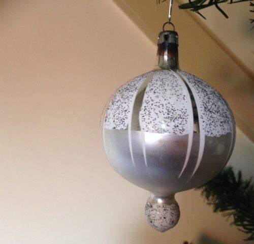 Antieke oude grote zilveren gestyleerde luchtballon van dun geblazen glas begin 1900