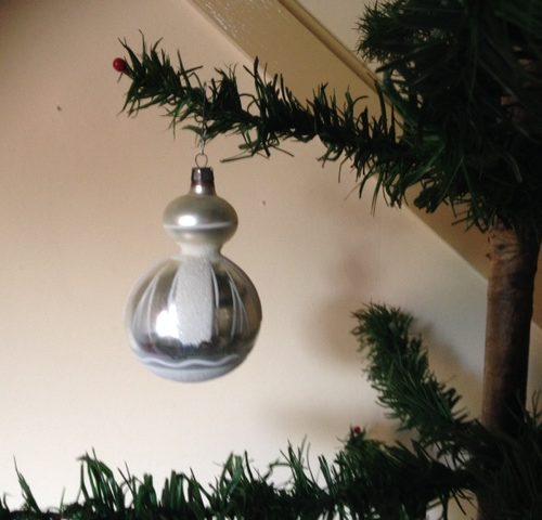 Grote zilveren kerstbal met dubbele bol