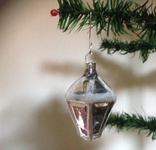 Oude kerstbal uit eerste helft 1900 een zilveren lampion
