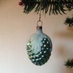 Antieke vliesdunne kerstbal een vrucht, druif in blauw/groen
