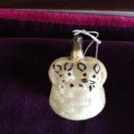 Antieke kerstbal ivv een mand met poesjes