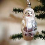 Oude kerstbal een eskimo meisje