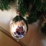 Oude kerstbal van zilver druppel of pegel vormig jaren 1950