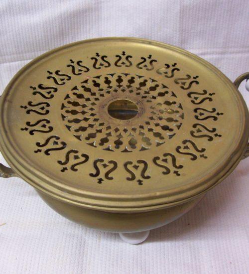 Antiek koperen rechaud met porseleinen pootjes