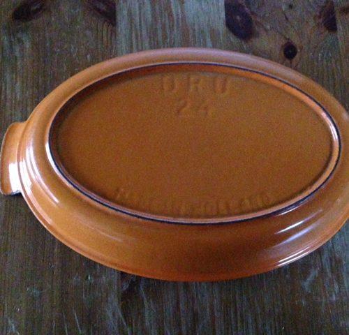Dru Holland 24 vintage  gietijzer emaille oranje rode ovenschaal 28 cm. lang