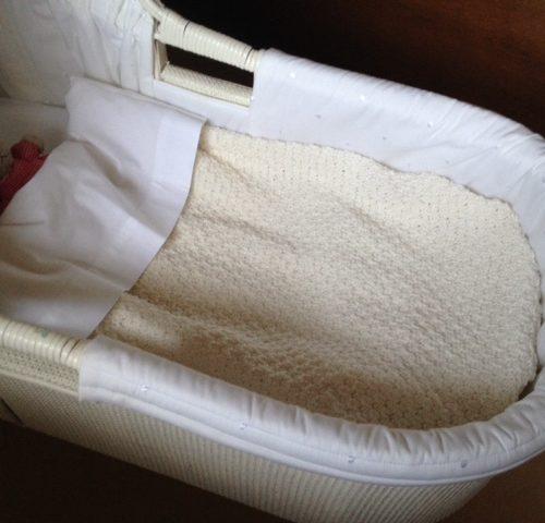 Handgebreid ecru kleur wieg deken van Catona scheepjes katoen