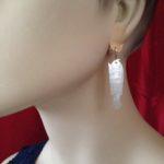 Antieke parelmoer visjes aan handgemaakte 14 kt. gouden oorhangers