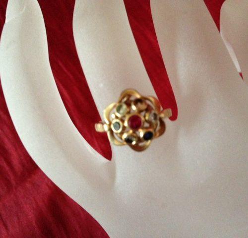 Prachtige gouden ring uit de jaren 1940 met kleurstenen