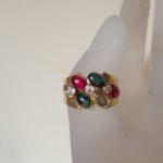 18 karaat gouden cocktail band ring met cabochon geslepen kleurstenen uit de seventies