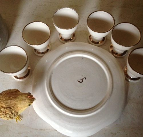 Brocante eierbord van keramiek in creme en goud