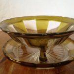 Art deco fruittest van persglas in 2 kleuren jaren 1930