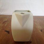 Prachtig retro wit plateel kannetje voor de whisky drinker uit 1950-1960