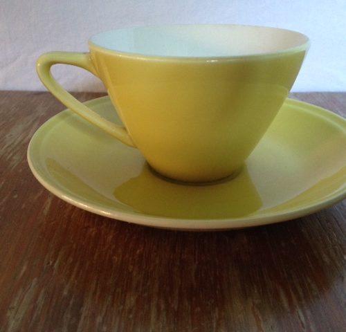 Retro pastel gele kop en schotel Boch Belgium uit de sixty's