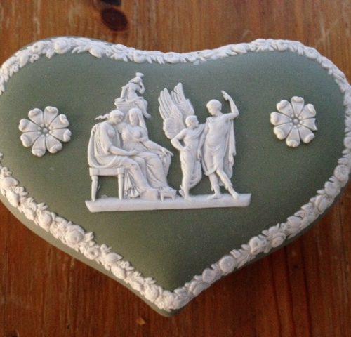 Fifty's Jasper-ware dekseldoos hartvormig in groen-wit