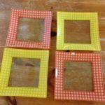 4 vierkante fifty's schotels met geel en oranje ruit