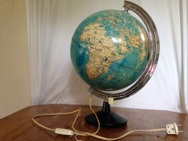 Wereldbol Met Licht : Grote vintage globe uit de jaren 1950 1960 met licht u2013 downstairs