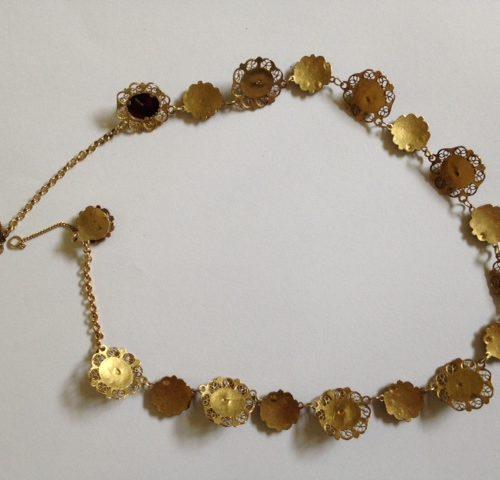 """Antieke gouden Hollandse karkant of """"bootjesketting"""" met granaten"""