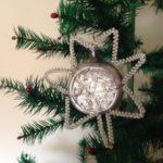 Oude antieke kerstbal een ster met chenille en draad 1e helft vorige eeuw