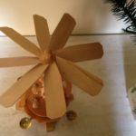 Uit het Erzgebirge een Kerst pyramide of caroussel met wijze mannen