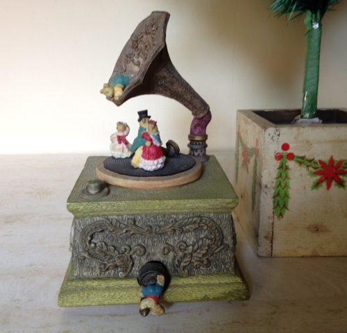 Lief speeldoosje met een grammofoon en beertjes