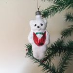 Oude ijsbeer van gemalen glas en witte verf