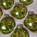 Doos lime groene glanzende kerstballen van Inge glas uit de jaren 1980