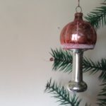 Oude antieke kerstbal een staande lamp met roze kap 1e kwart 1900