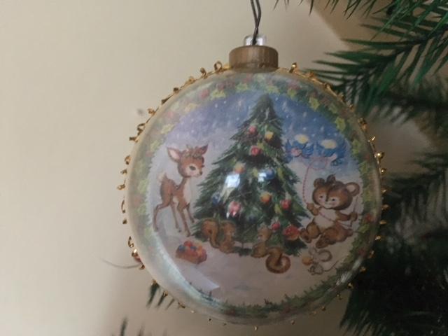 Plastic Kerstbal Met Voorstelling Van Kerstboom En Beestjes Jaren